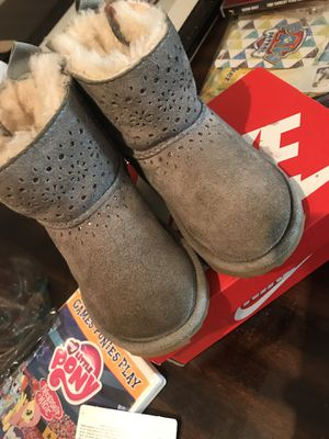 Ugg boots for a little girl size 7c for Sale in WARRENSVL HTS, OH