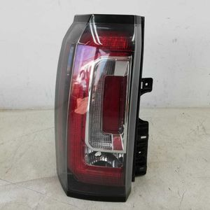 2015-2019 GMC YUKON TAIL LIGHT LED LEFT DRIVER SIDE OEM for Sale in Calexico, CA