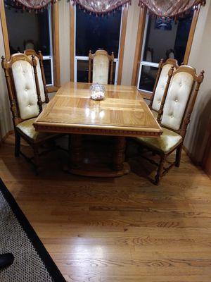 Adjustable dining table with 6 chair for Sale in Clackamas, OR