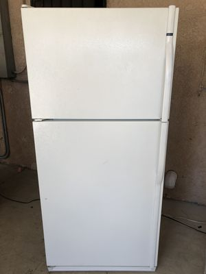 Kenmore white refrigerator for Sale in Fresno, CA