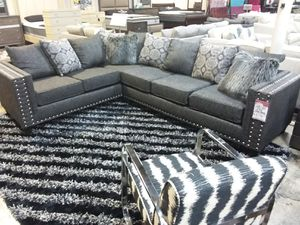 GORGEOUS SECTIONAL SOFA WITH ACCENT PILLOWS AND NAILHEAD TRIM for Sale in Mansfield, TX