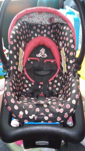 DISNEY BABY INFANT CAR SEAT for Sale in Lowell, MA