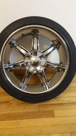 18 in rims!!! 5 lug universal.. 95 s10 with adapters 5x115 for Sale in Puyallup, WA