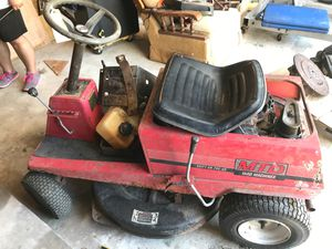 Tractor riding lawnmower for Sale in Baytown, TX