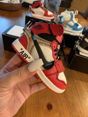 portable chargers air Jordan 1 for Sale in Los Angeles, CA