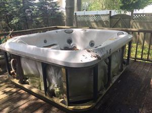Free Jacuzzi Hot Tub Free for Sale in Islip, NY