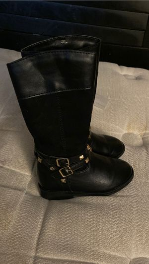 Children's place toddler girl boots size 6 for Sale in Streamwood, IL