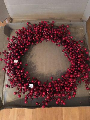 """Wreath, glitter berry. 28"""" for Sale in Sudbury, MA"""