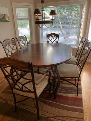 Like new solid dining room table! for Sale in Salt Lake City, UT