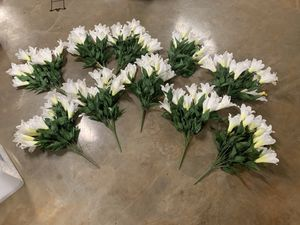 WEDDING! 10x Fake lilly plants, great for weddings or home decor! for Sale in Maryville, TN