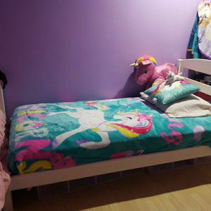 Two WHITE twin Beds for Sale in Lynnwood, WA
