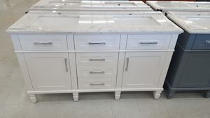 """60"""" Vanity ( With Top , Back Splash , And Mirror ) for Sale in Orlando, FL"""