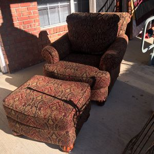 Huge chair an ottoman ..Very comfy . Paid 1300$ 2years ago for Sale in Northport, AL