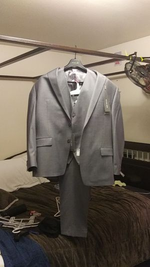 Michael kors airsoft stretch 3piece suit for Sale in Oregon City, OR