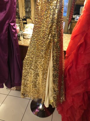 Very beautiful gold prom dress size 8 for Sale in Crestwood, IL