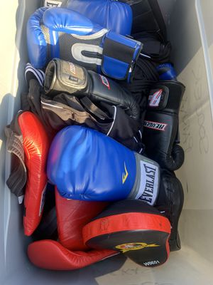 Box of boxing equipment for Sale in Maywood, CA
