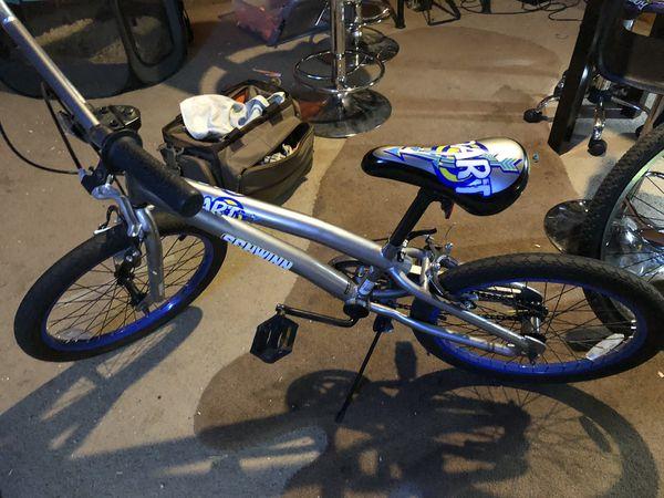 Boys Schwinn 20 inch bike