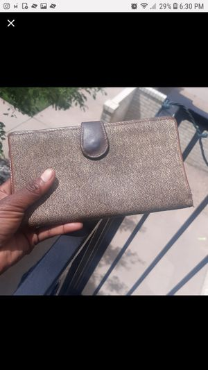 GUCCI RARE VINTAGE KISSLOCK WALLET for Sale in Aurora, CO