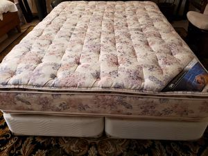 Queen Pillowtop Bed Mattress box spring bed frame Serta Perfect Sleeper for Sale in Lynnwood, WA