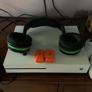 Xbox One, Turtle Beach Wireless Headphones, 3 Controllers and 2 Rechargeable Battery Sets for Sale in Surprise, AZ
