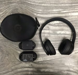 Beats solo 3 wireless/black for Sale in San Diego, CA
