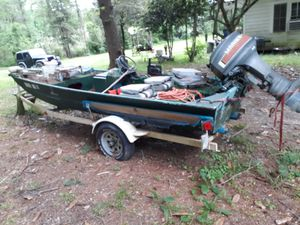 85 monark 40 hp mariner runs great needs battery and new fuel line from tank to motor. Go fishing today! for Sale in Forest Hill, LA