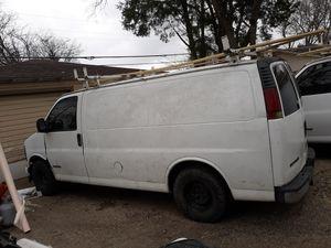 02 chevy express 5.7 motor y transmicion bien diferencial roto pido $1500 for Sale in Dallas, TX