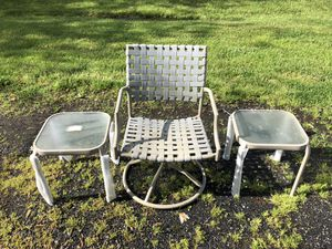 Outdoor chair and side table for Sale in Aldie, VA