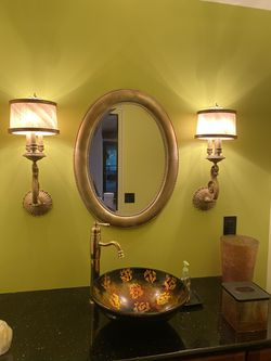 Gold color Oval Mirror for Sale in Issaquah,  WA