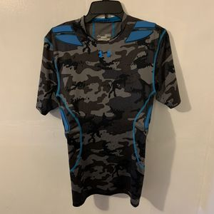 Under Armour Men's Camouflage Padded Workout Exercise Shirt Size Medium Camo Grey Blue Colors Compression Heatgear T-shirt for Sale in Trenton, NJ