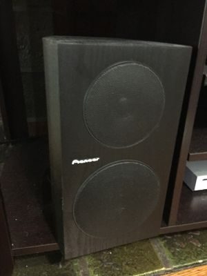 Speaker Stereo System. Two pioneer bookshelf speaker and amplifier for Sale in Pittsburgh, PA