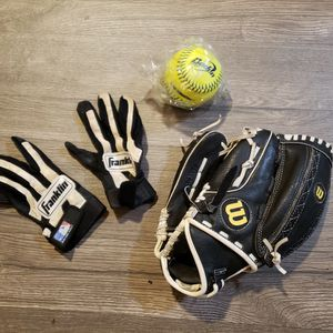 *Important! See Description* MLB Franklin Batting Gloves Wilson Baseball Mitt NEW Baden Softball Baseball Sport Accessories for Sale in Lakewood, WA