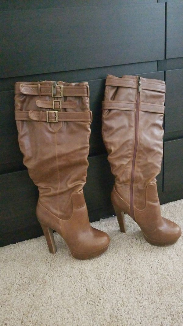 Size 7.5 brown boots.