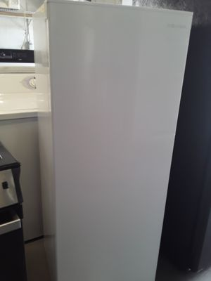 FREEZER INSIGNIA EXCELLENT CONDITION WORKING PERFECT WITH WARRANTY DIMENSION 22X56 for Sale in Azalea Park, FL