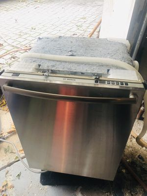 BEAUTIFUL BOSCH STAINLESS STEEL 24in BUILT-UNDER DISHWASHER for Sale in Hasbrouck Heights, NJ