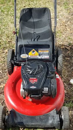 Yard-Machine Push Lawnmower Stars Up Easily and Runs Great Comes With Bag Come And Try it Before for Sale in Houston,  TX
