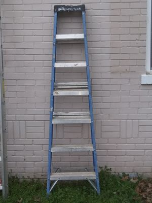 Louisville W-3215 7' Fiberglass Ladder Type ll 225lbs Load Capacity for Sale in Coldwater, MS