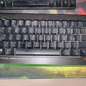 RAZER huntsman mini 60% gaming keyboard (clicky optical switch) for Sale in Los Angeles, CA