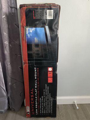 Vendo universal low profile flat wall mount esta nuevo for Sale in Takoma Park, MD