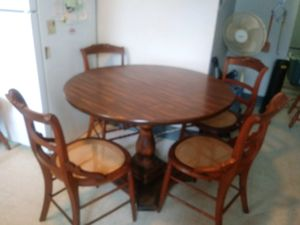 Dining table w/ chair for Sale in Cleveland, OH