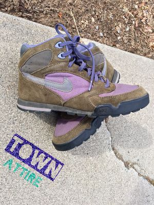 Vintage 90s Nike boots women's size 8 for Sale in Wenatchee, WA
