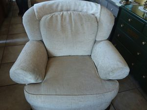 Clyde-Pearson over sized chair , Neutral colored, absolutely AWESOME! 😲41x45 excellent condition! for Sale in Joliet, IL