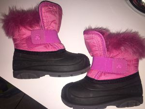 Size 9 Girls. Kamik brand snow boots for Sale in Newington, CT
