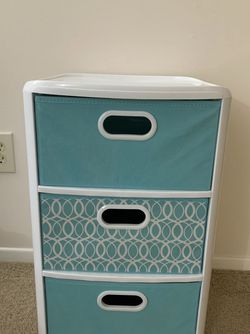 Plastic Drawers , Storage Drawers ( Like New Condition ) for Sale in Winthrop,  MA