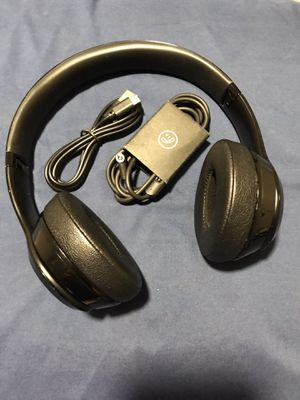 "Beats by Dre ""Solo 3"" wireless headphones (Matte Black) for Sale in Dallas, TX"