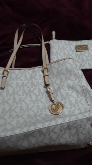 Micheal Kor purse and wallet set used for Sale in Chandler, AZ