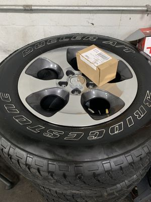 5 wheels and tires off 2018 Jeep Wrangler Sahara for Sale in Tampa, FL