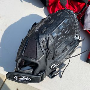 Baseball glove Rawlings 11 Inches for Sale in Bakersfield, CA