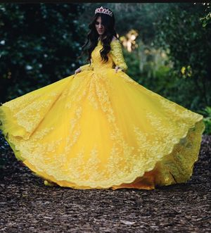 Stunning Yellow Dress !! Quinceanera princess dress for Sale in Lake Wales, FL