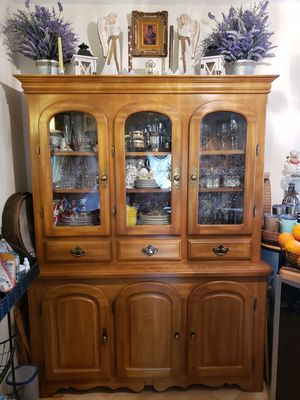 Antique solid wood china cabinet with light inside. for Sale in Buffalo Grove, IL
